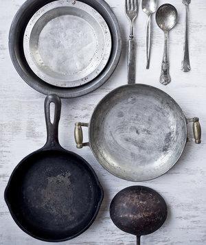 vintage-kitchen-pots-pans