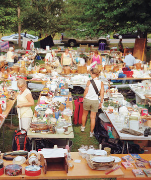 yard-sale-people