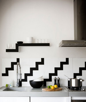 inspo-black-and-white-kitchen-graphical-interior