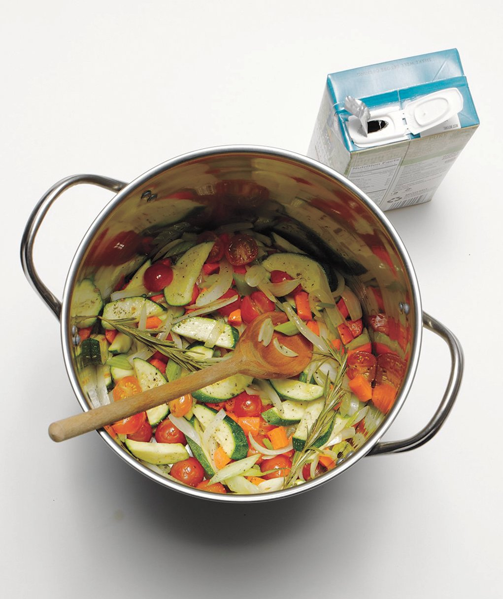 stock-pot-with-vegetables