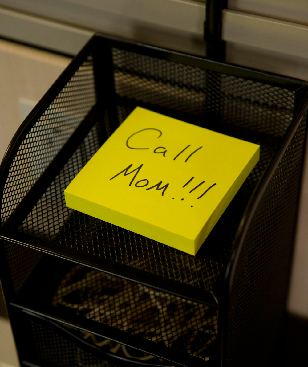 post-it-note-reminding-person-to-call-mom