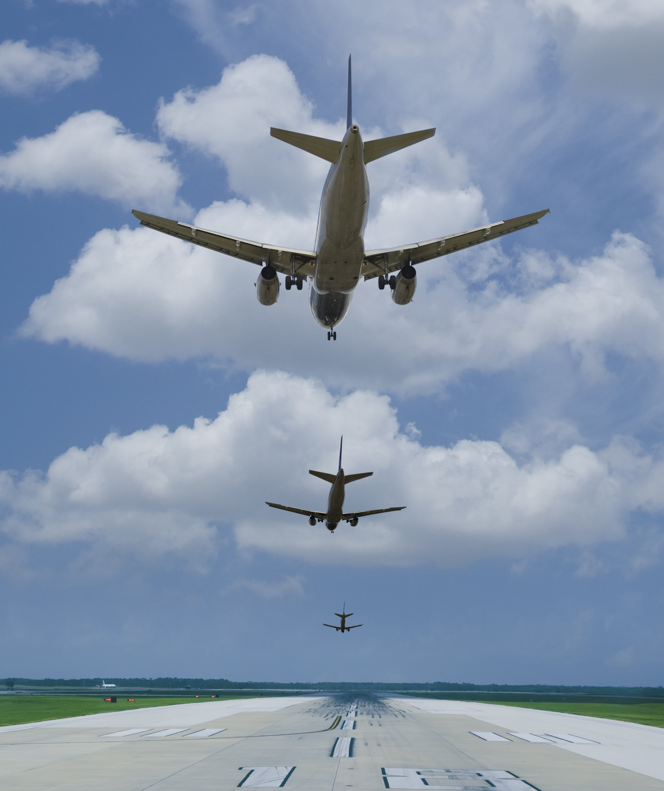 planes-on-runway