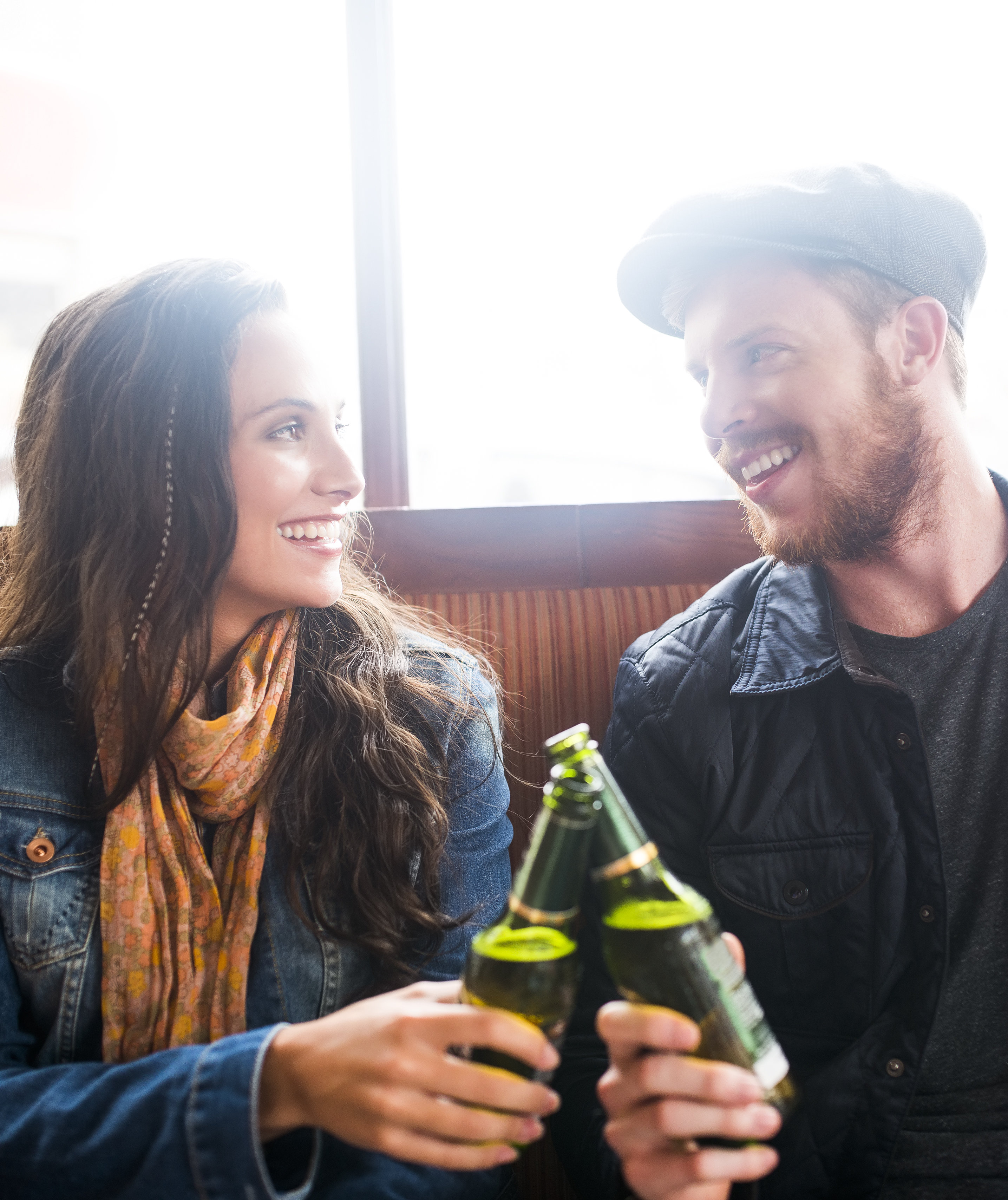 couple-drinking-together