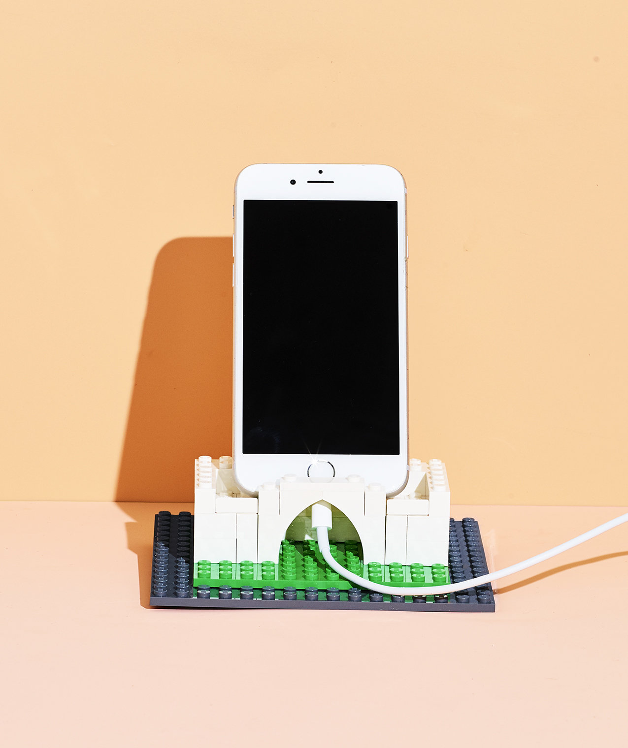 phone-charging-station-lego-bricks