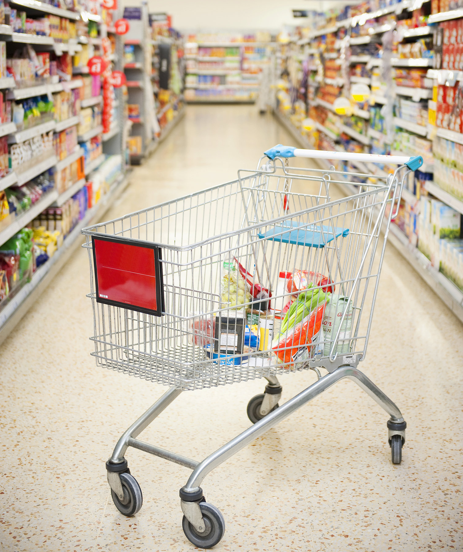 grocery-store-aisle-cart-gmo-label