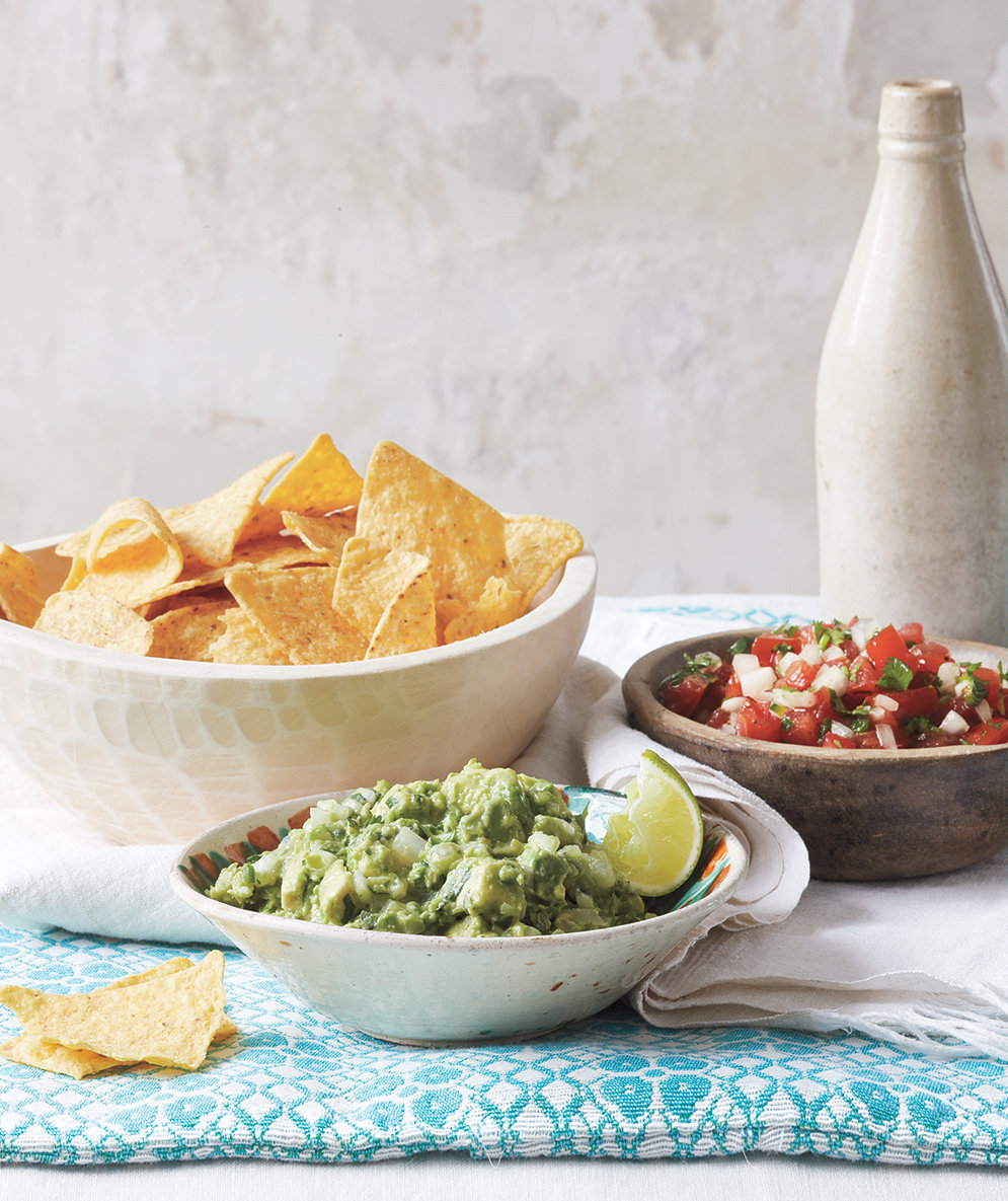 guacamole-pico-de-gallo-tortilla-chips