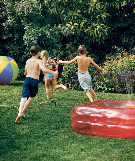 kids-playing-sprinkler