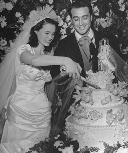 Gloria vanderbilt celebrity wedding dresses real simple for Gloria vanderbilt wedding dress