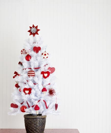 Christmas Tree Simple Decorating Ideas: How To Decorate On A Budget