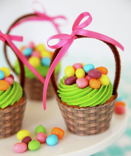 Easter basket cupcakes from skip to my lou 7 easy ideas for Cute cupcake decorating ideas for easter