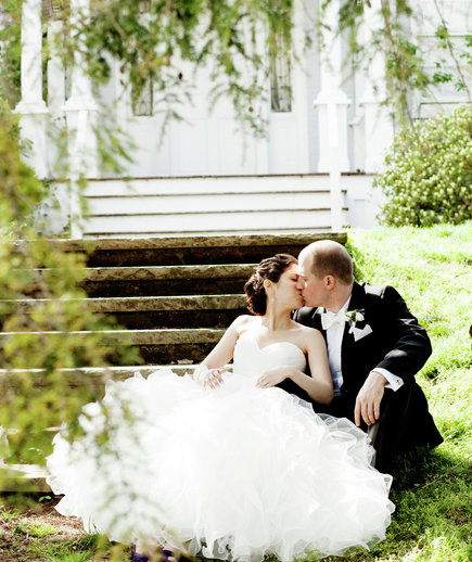 married-couple-kissing