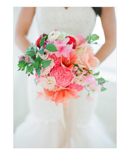 bride-red-pink-bouquet