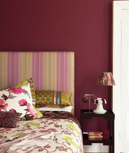 bedroom-red-wall-patterns