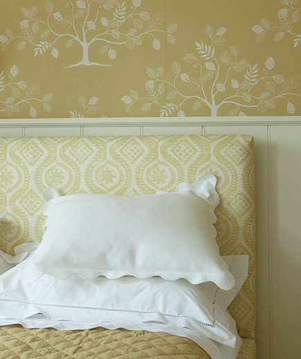 yellow-patterned-headboard-wallpaper
