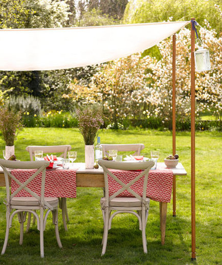 Garden party 22 outdoor decor ideas real simple for Home garden decoration ideas