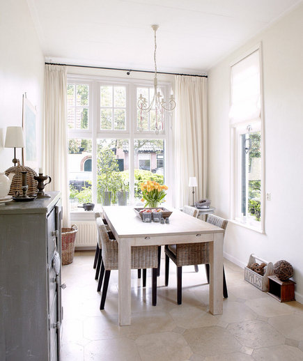 Bright on white 32 elegant ideas for dining rooms real for Country kitchen dining room ideas