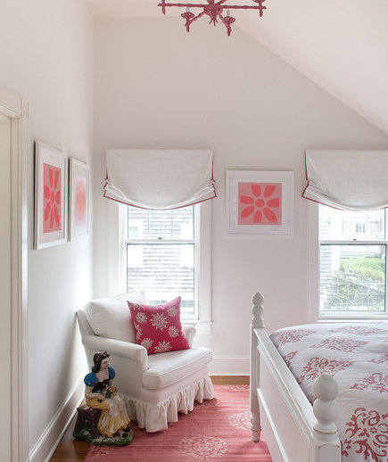 pink-accented-bedroom