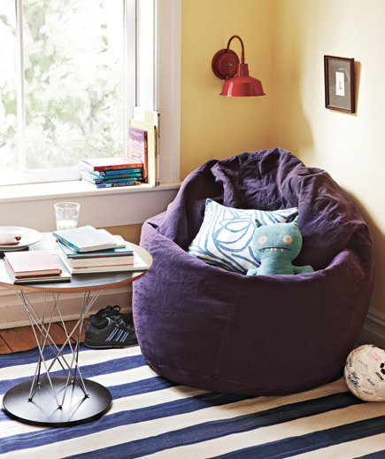 Make use of corners 16 apartment decorating ideas real for Toddler reading chair