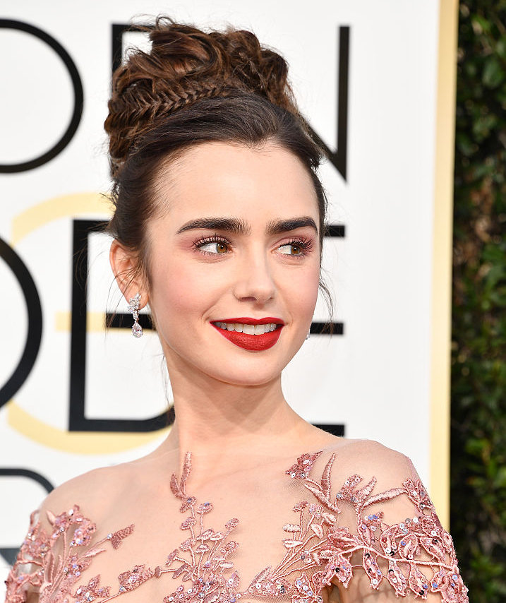 lily-collins-golden-globe-awards
