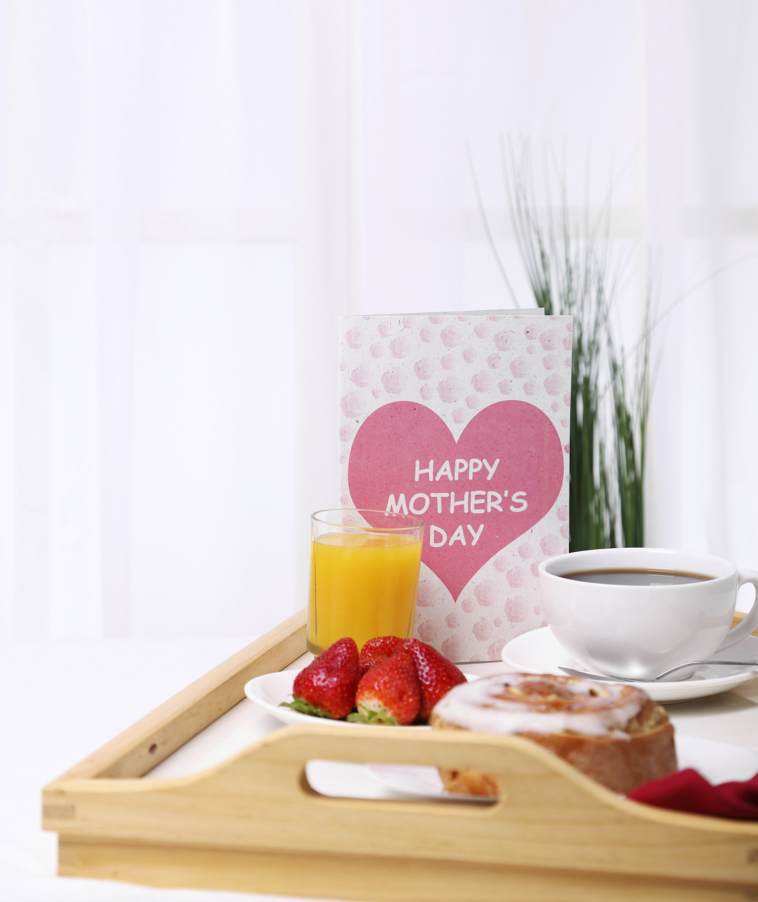 mothers-day-breakfast-bed-tray