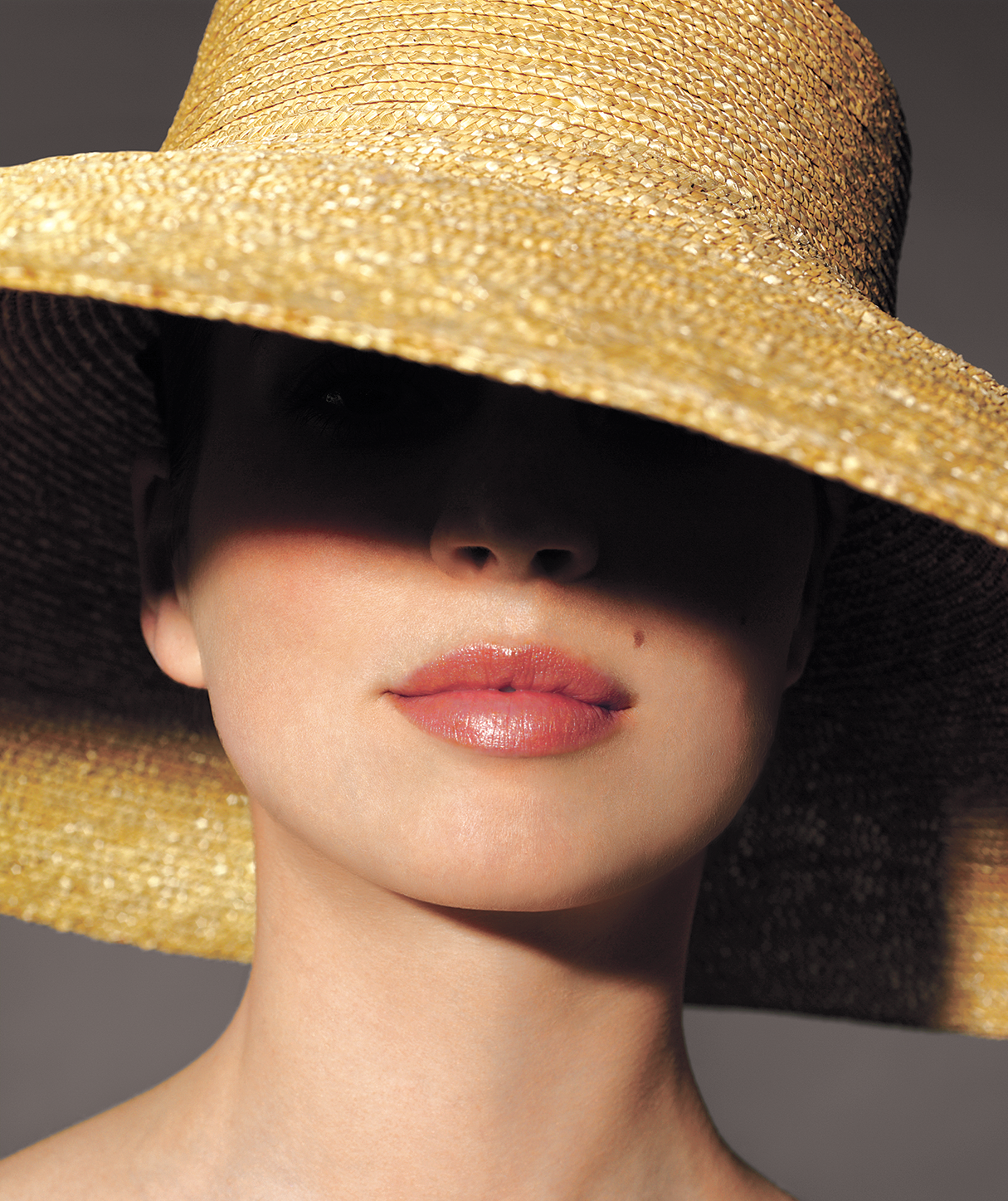 Woman-straw-hat
