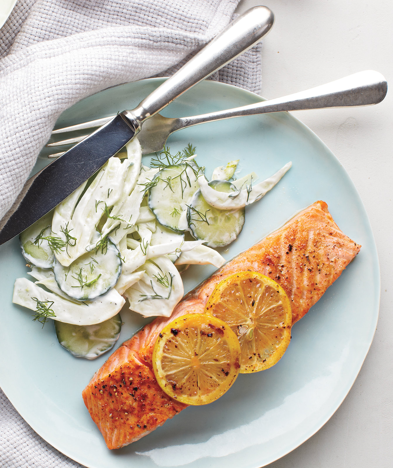 Easy And Fast Dinner Ideas: Salmon With Creamy Cucumber-Fennel Salad
