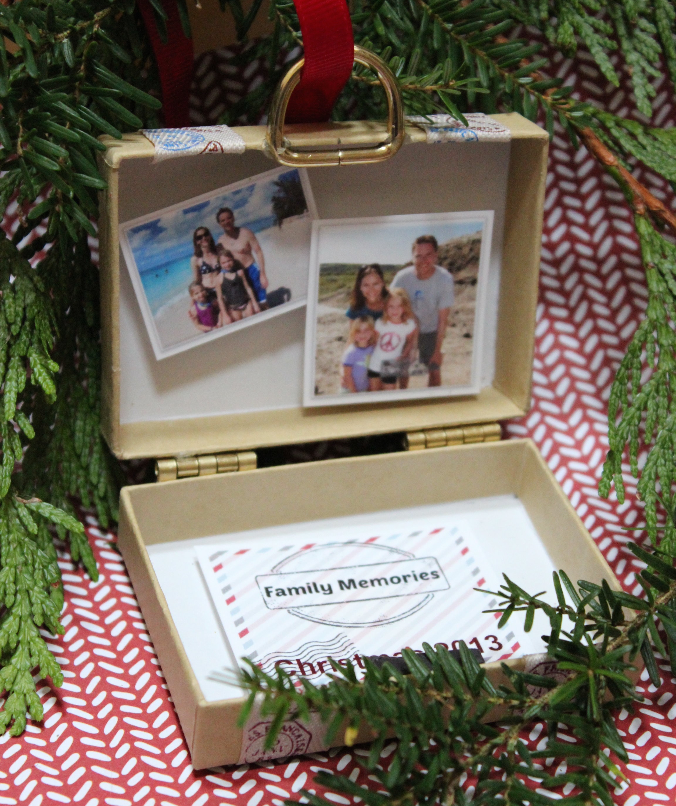 Easy Year To Travel On Christmas: Photo Ornaments You Can Make