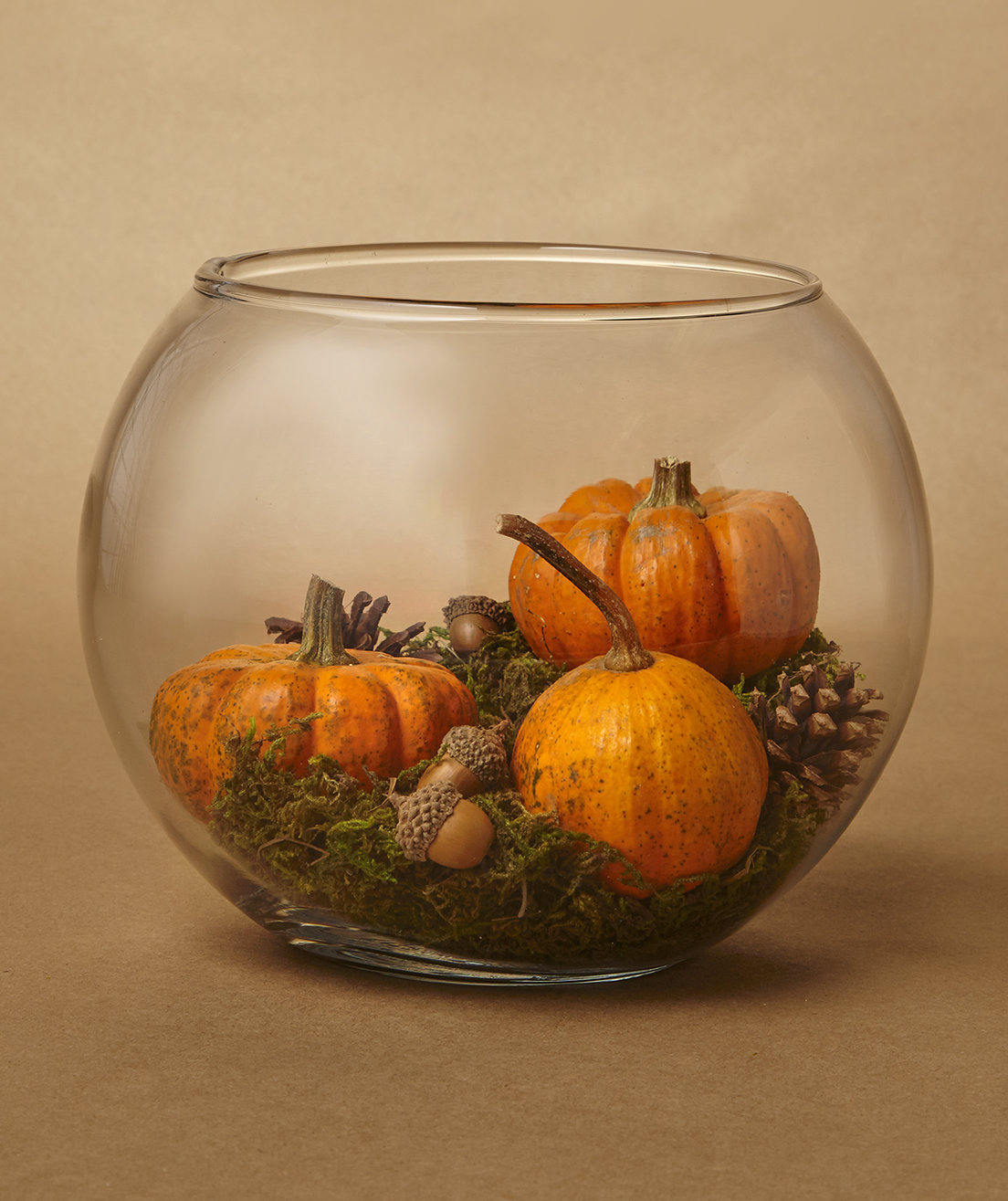 8 easy pumpkin centerpieces to complete your fall table for Simple pumpkin centerpieces