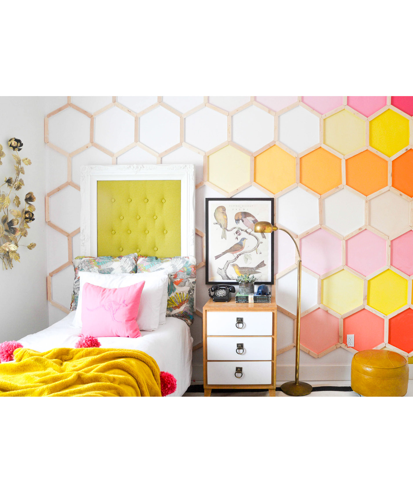 girls-room-hexagon-pattern-wall