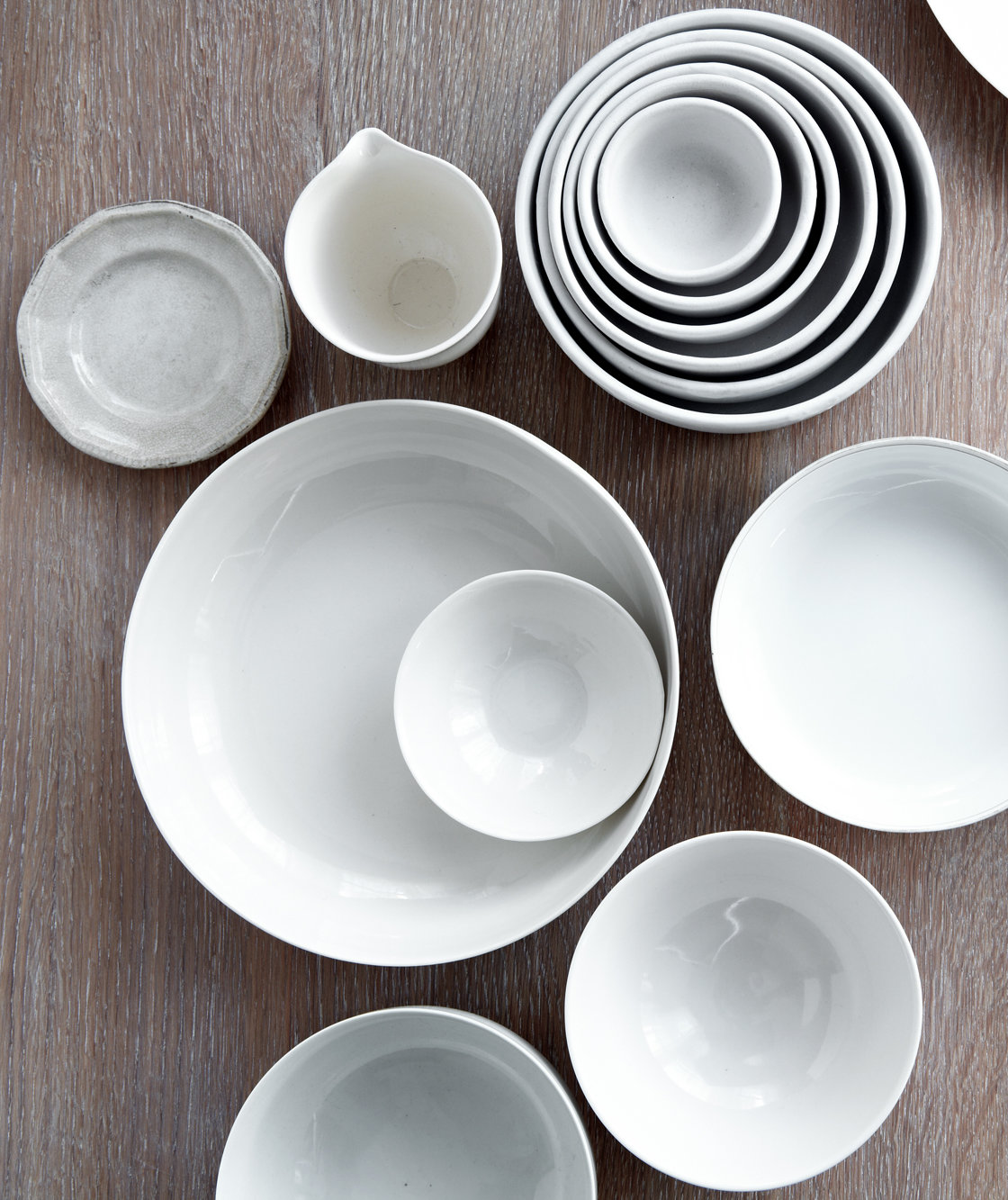 white-ceramic-dishware