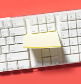 sticky-note-as-keyboard-cleaner